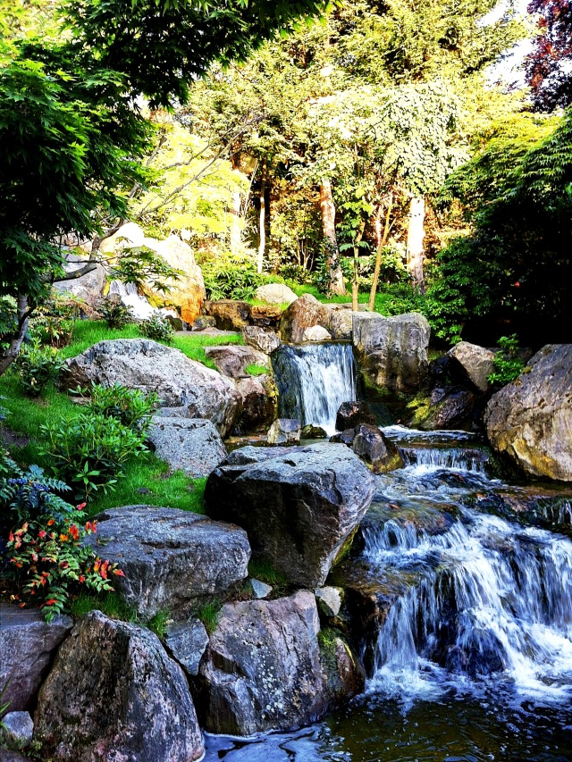 cascata a holland park